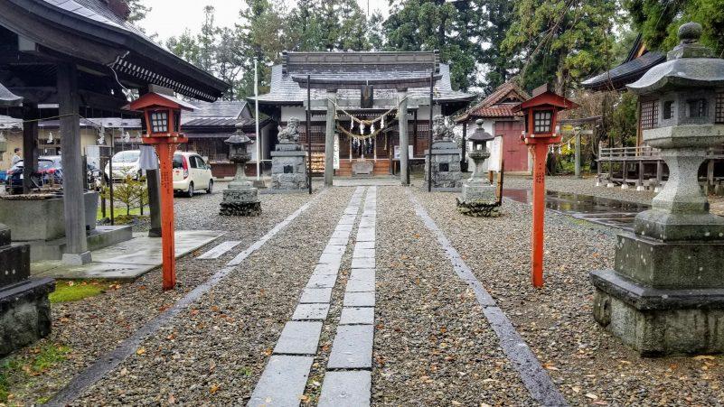 花巻神社境内